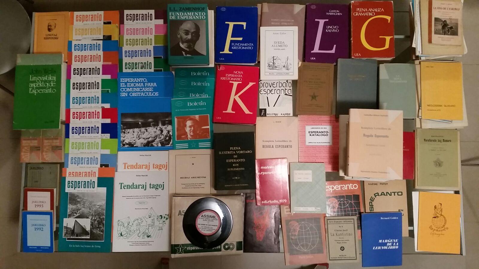 Foto de los libros y revistas donados