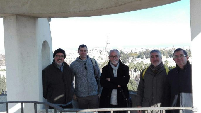 Esperantistas posando frente a la vista de Sevilla desde la torre.