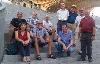 Orlando Raola en la Setas de Sevilla junto con miembros de la Asociación Sevillana de Esperanto