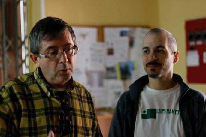Eduardo y Antonio en una conversación.