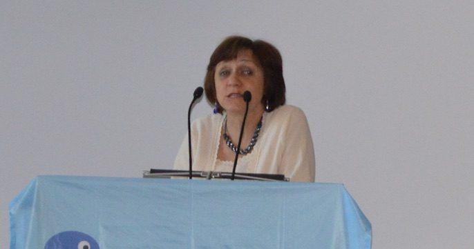 Ilona Koutny dando una conferencia